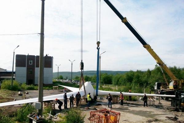 Монтаж ветрогенератора автокраном ЛИБХЕР