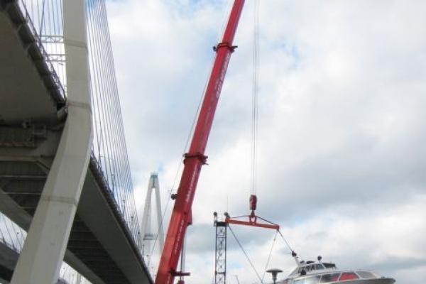 Подъем судна автокраном