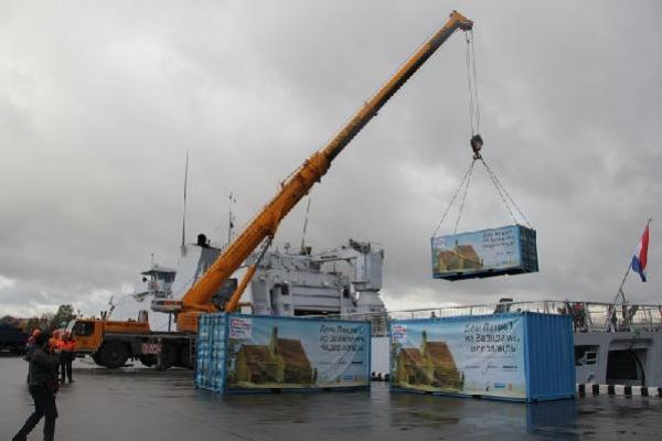 Погрузка в порту кран Либхер