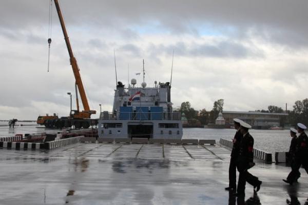 перевозка домика Петра 1 в контейнерах