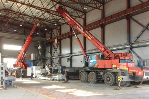 Монтаж оборудования двумя автокранами