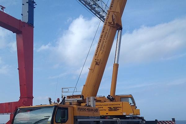демонтаж транспортных фланцев контейнерных перегружателей автокраном