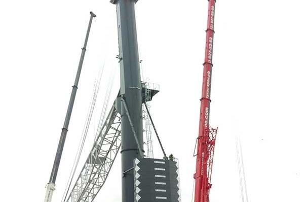 Работает автокран 130 тонн LIEBHERR LTM 1130