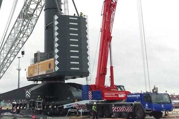 Автокран 130 тонн LIEBHERR LTM 1130 помогает модернизировать портовый кран