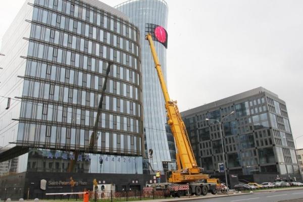 Монтаж оборудования автокраном LIEBHERR 200 тонн
