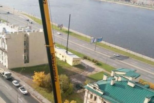 Монтаж оборудования автокраном Либхер