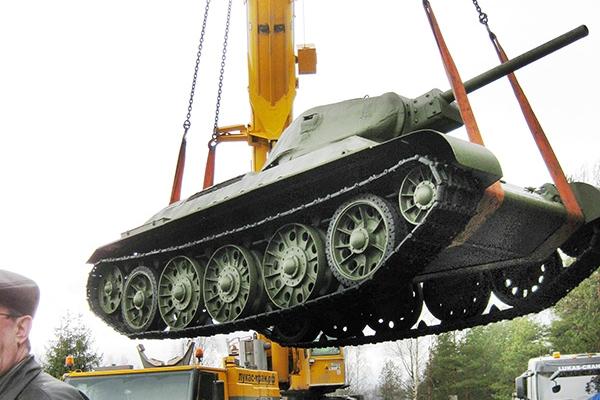 pogruzka-tankov-51B243A53-9876-A3ED-8EE6-B3043D87B34A.jpg